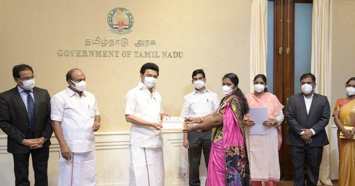 Chief Minister handed over welfare assistance under various schemes and bank loans to Women Self Help Groups from Tamil Nadu Corporation for Development of Women